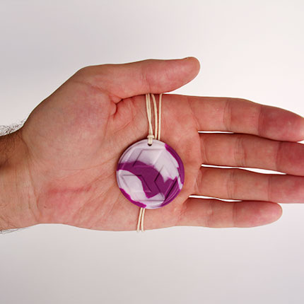 Амулет целителя в руке
