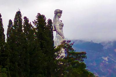 20-метровая скульптура Мать-Грузия на горе