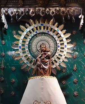 Черная Мадонна Пилар в базилике Непорочного зачатия, Барселона, Испания
