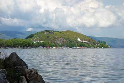 Полуостров на озере Севан и монастырь Севанаванк