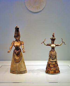 Фигурки Богинь со змеями в музее Крита, крито-минойская цивилизация, 1600 г. до н. э.