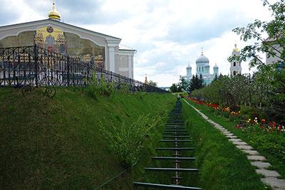 Святая Канавка, тропа Богородицы, защитная святыня монастыря