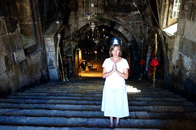 Подземная церковь, хранящая гроб Богородицы, в Гефсимании
