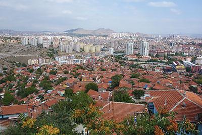 Панорама Анкары, раскинувшейся на Анатолийском плоскогорье