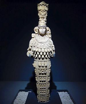 Культовая статуя многогрудая богиня владычица живого мира Артемида Эфессквя музей Эфеса