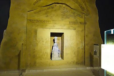 Культовый памятник богине Кибеле времен Фригийского царства в музее Анатолийских цивилизаций в Анкаре