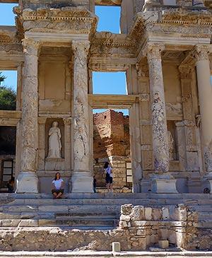 Здание древнеримская библиотека Цельса развалины древнего города Эфес